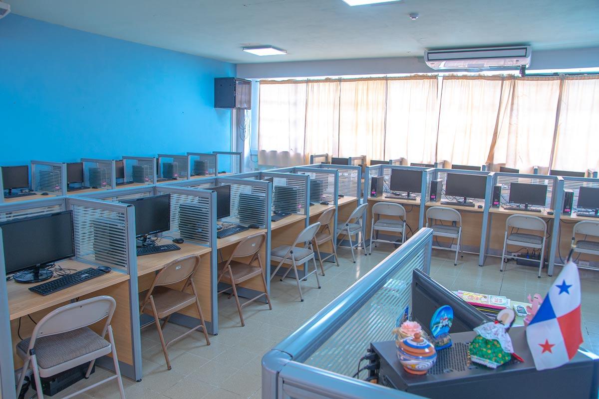 Salón de computo dos del Colegio Internacional de María Inmaculada