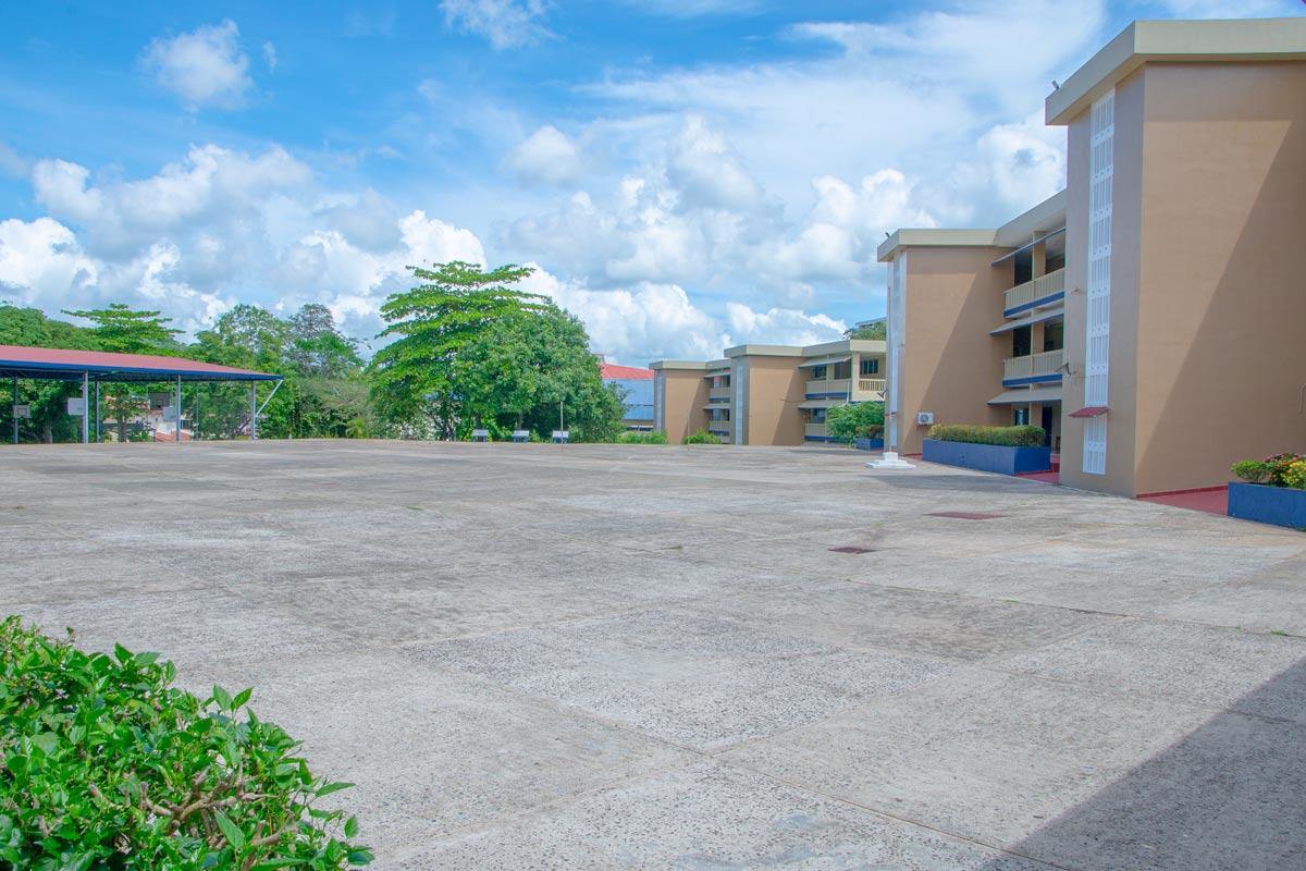 instalaciones en panorámico del Colegio Internacional de María Inmaculada