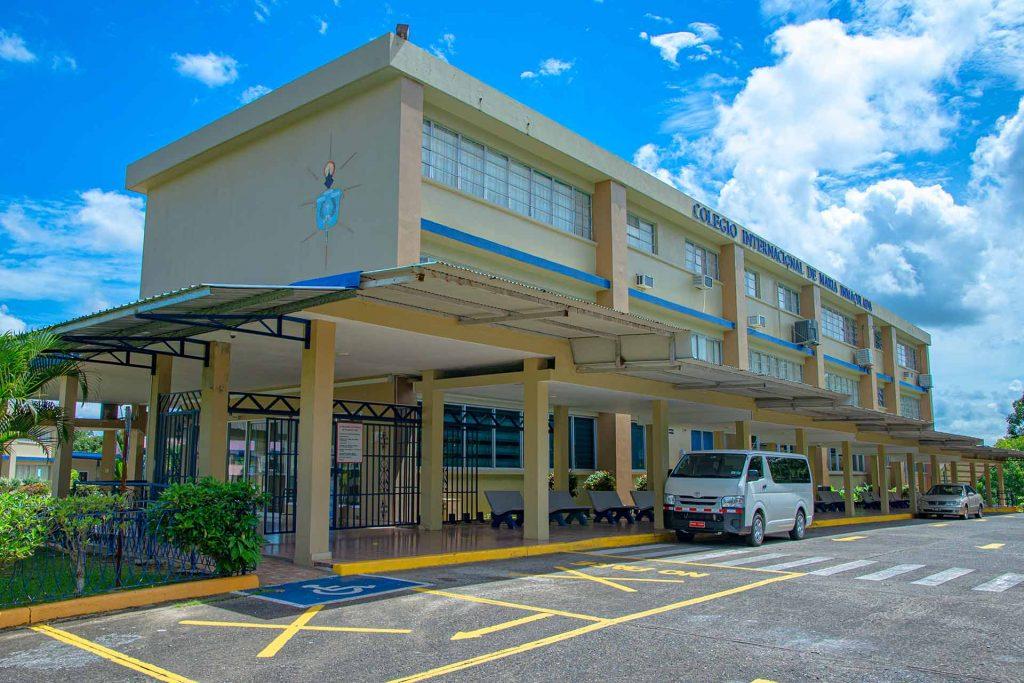 Vista frontal del Colegio Internacional de María Inmaculada